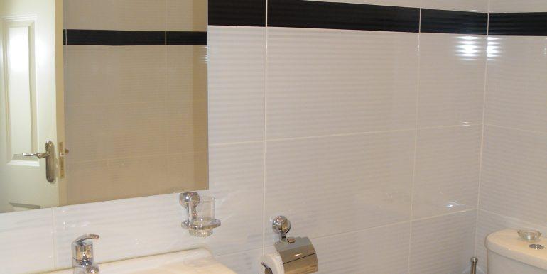 11. Main bathroom with Jacuzzi