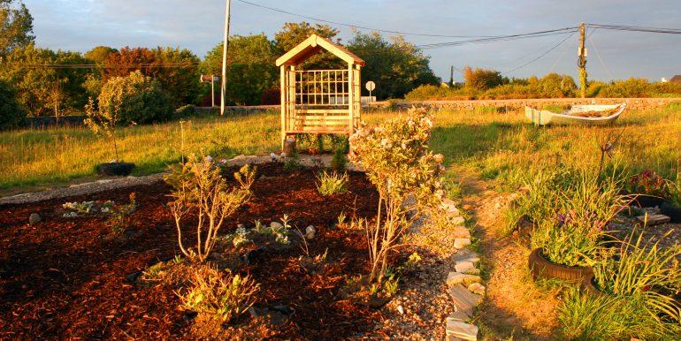 arbour-at-moon-garden